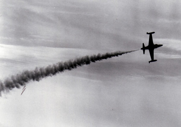 he 1962 Red Knight, Dave Barker, making a Tight Turn at Rockcliffe AFD. (Photo Credit: DND PL 139659)